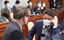 """靑, 문준용 특혜 논란에 """"대통령 아들이면 숨 안쉬고 가만히?"""""""